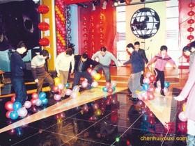 可以活跃气氛的互动游戏:踩气球